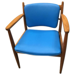 CN Coterie Leather Chair in Blue