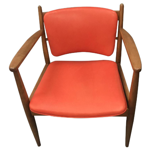 CN Coterie Leather Chair in Red