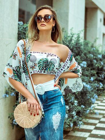 woman-in-sunglasses-posing-1805411_edite