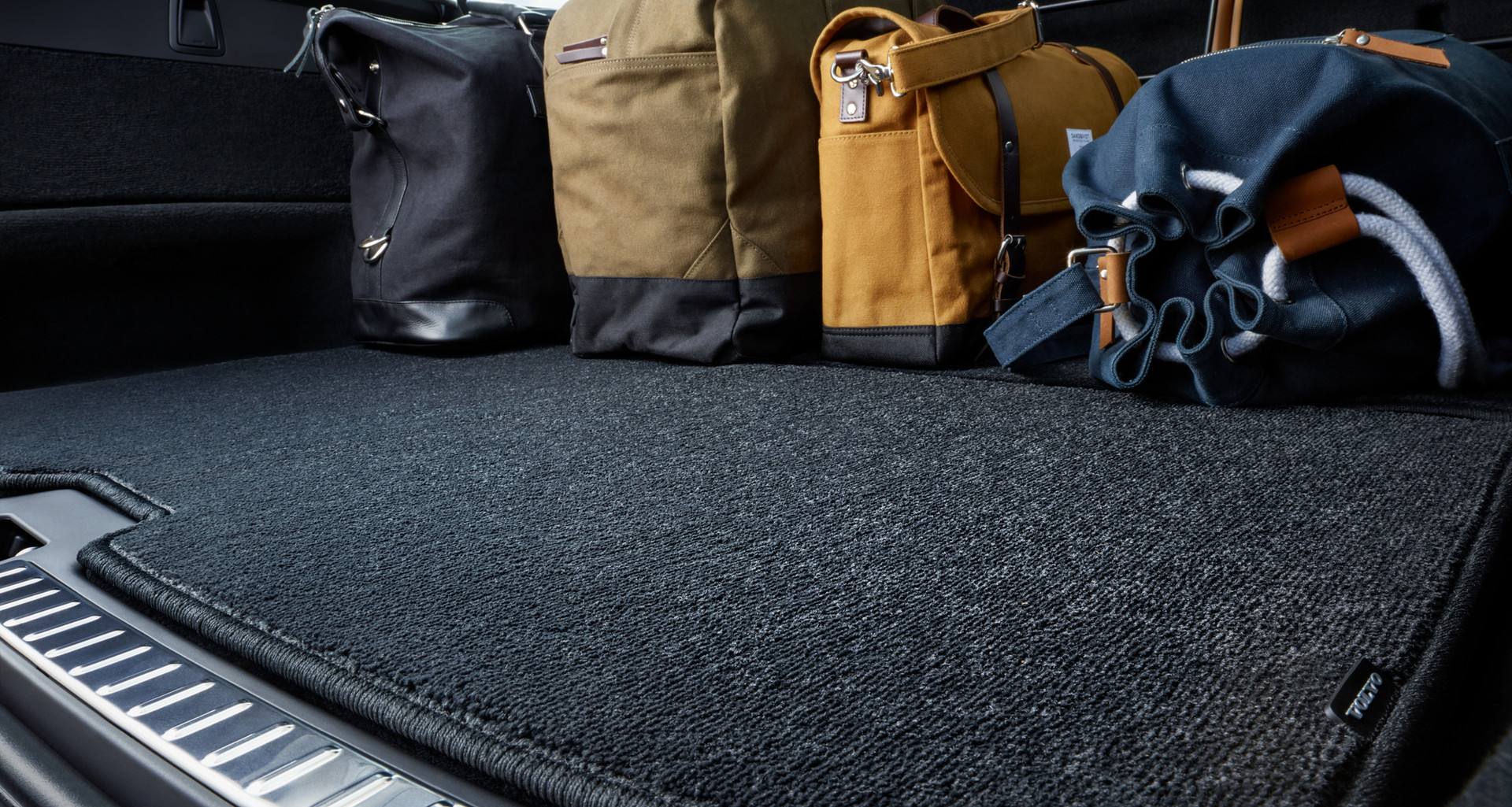 Protection package (XC90 trunk cover shown)