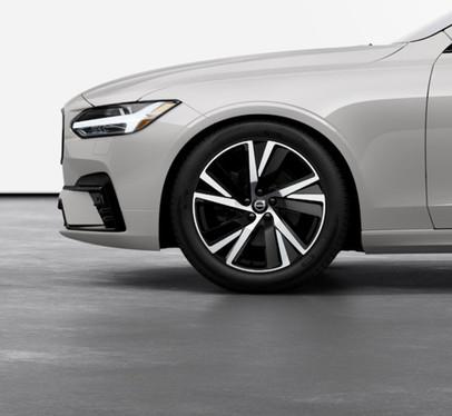 "19"" 5-Spoke Black Diamond-Cut alloy wheel"