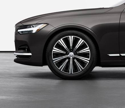 "19"" 10-Spoke Black Diamond Cut alloy wheels"
