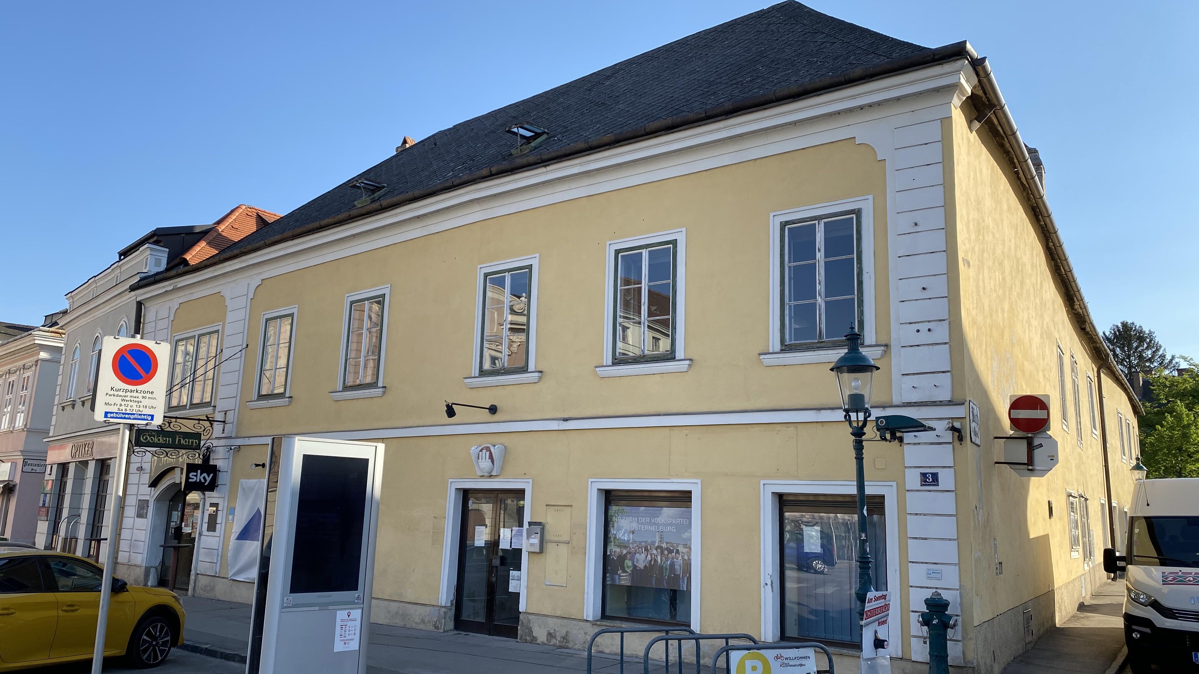 Rathausplatz 3