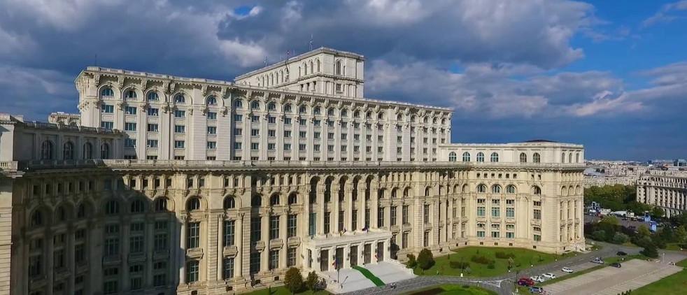 palatu parlamentului.jpg