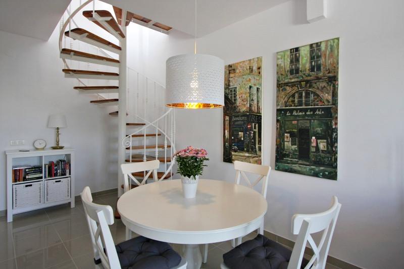 vm-livingrom-stairs.jpg