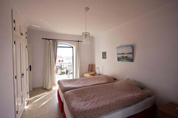 las-lilas-bedroom-2.jpg