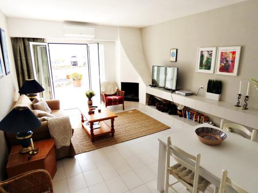 bv10-livingroom.jpg