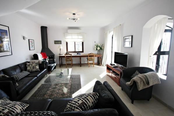 las-lilas-livingroom.jpg