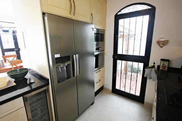 las-lilas-kitchen-2.jpg