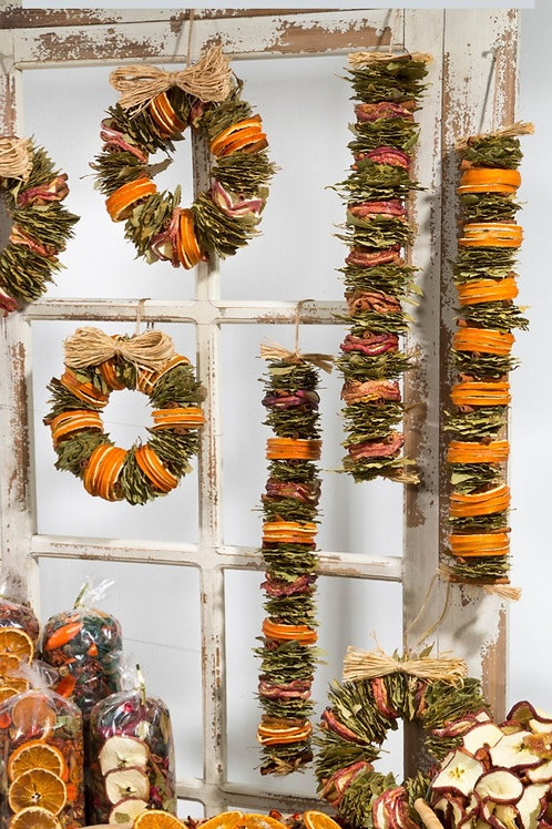 How to Make Beautiful Wreaths and Garlands.  A Step-by-Step Guide