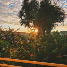Lindo amanhecer visto da sacada de um dos nossos apartamentos
