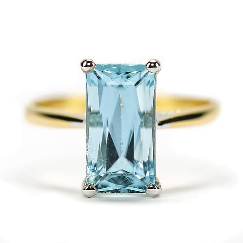 18ct Yellow Gold Est. 2.19 Carat Aquamarine Dress Ring