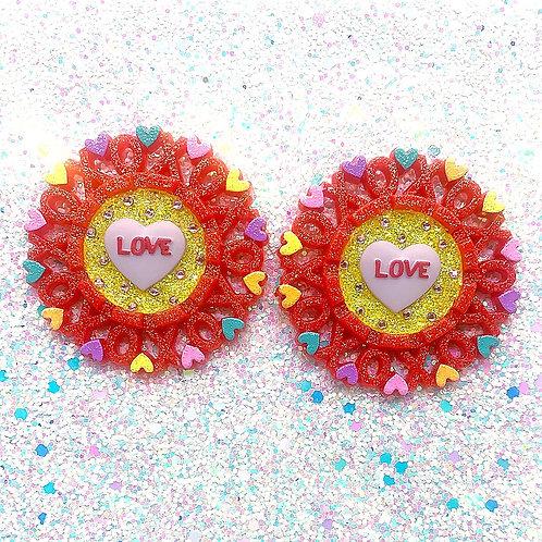 'Love' XOXO Cameos