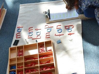 Montessori in a Minute: the Moveable Alphabet