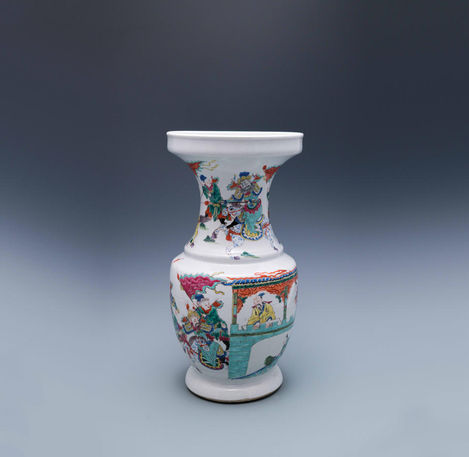 Famille-rose vase featuring Empty City Ruse (Romance of the Three Kingdoms)