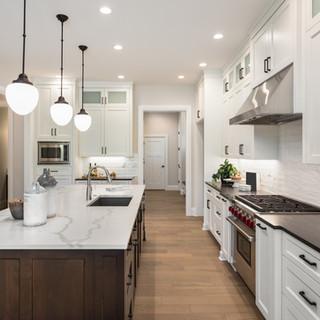 Küche mit Marmorinsel