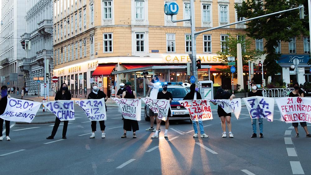 """Hier wurde vor dem Gebäude der Boulevardzeitung """"Österreich"""" in Wien demonstriert"""
