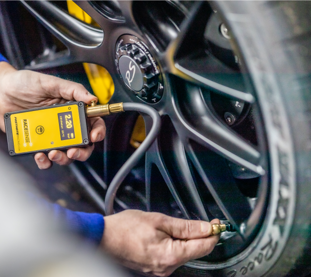Motorsport pressure gauge