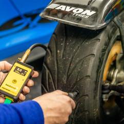 race car tyre temperature gauge