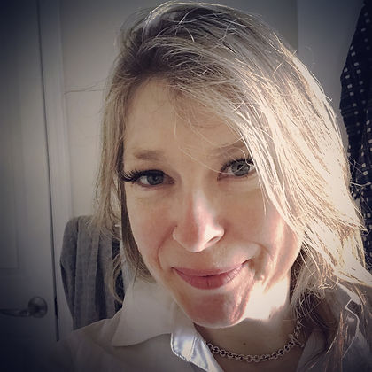 Lyana Pearson post AwesomeCon selfie.JPG