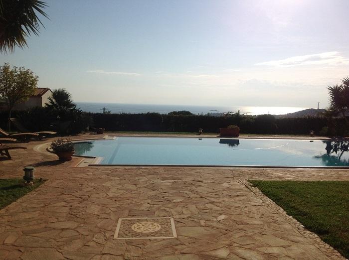 Lux Villa in Lagonisi-1