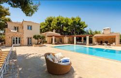 Lux Villa in Aulis-5