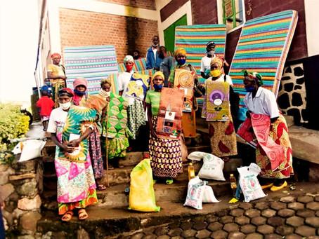 Donatie voedselpakketten, matrassen en kerstkleding