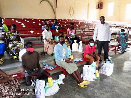 Donatie voedselpakketten en schoolmateriaal