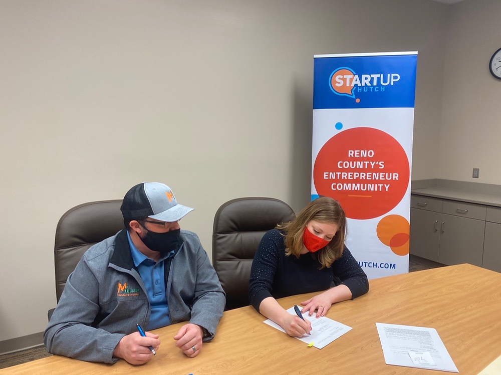 Travis and Kristen Mullen Sign Loan at StartUp Hutch