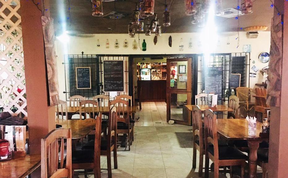 corkers-restaurant-02.jpg