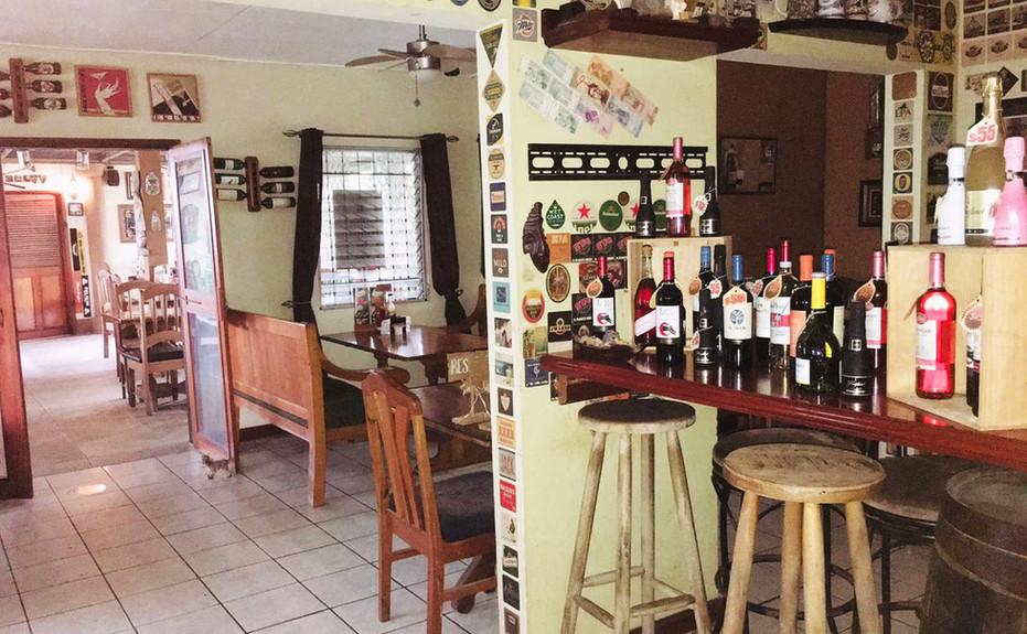 corkers-restaurant-03.jpg