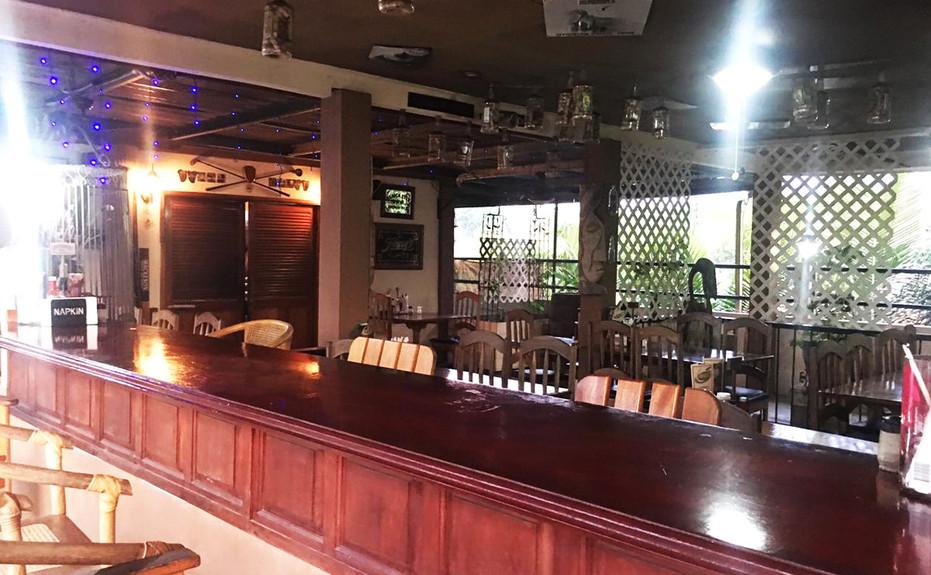 corkers-restaurant-01.jpg