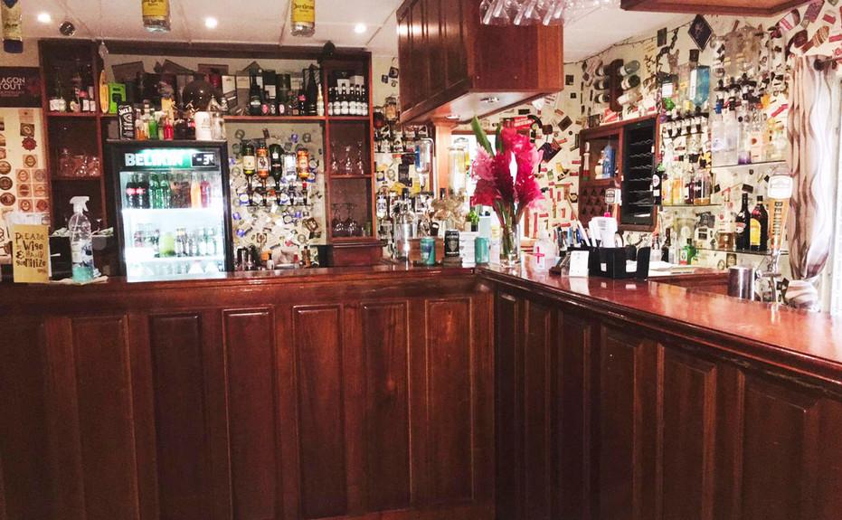 corkers-restaurant-05.jpg