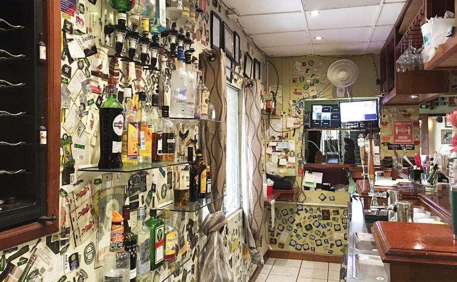corkers-restaurant-04.jpg