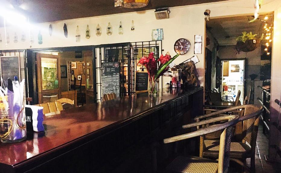 corkers-restaurant-08.jpg
