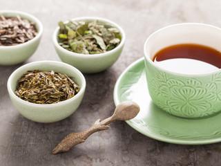Os melhores chás para desinchar e para emagrecimento