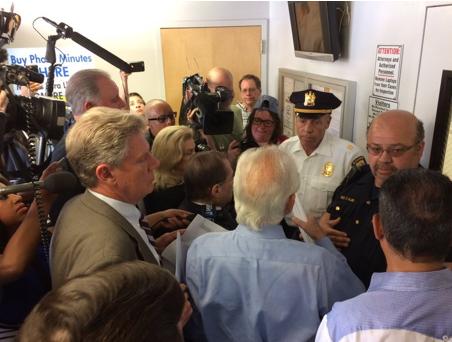 Dem lawmakers make surprise visit to ICE detention center