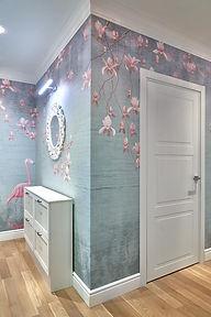 Фреска. Фотообои с розовым фламинго и цветами. Лепнина из пенополиуретана.