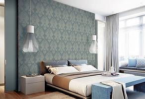 Обои классические в спальне серо-синего цвета.