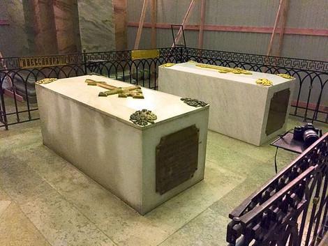 Работы по вскрытию гробницы Александра III начались в Петербурге