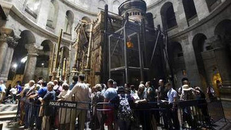 Над Ложем Иисуса Христа прорубят окно в плите