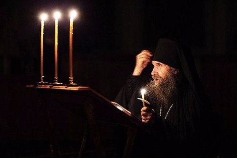 Афонский старец - о том, как крестное знамение оберегает от беды и почему монахи на ночь крестят под