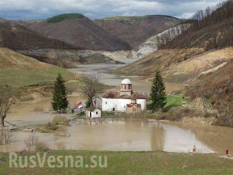 Сербия затопляет монастырь Грачаница