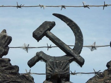 В Беларуси требуют открыть архивы КГБ и остановить реабилитацию сталинизма
