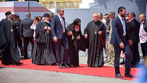 """""""Цианидистый"""" скандал в Грузинской церкви продолжается"""