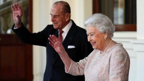 Королева отложила отъезд на Рождество из-за простуды