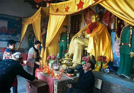 Мао Цзэдуну воздают божественные почести