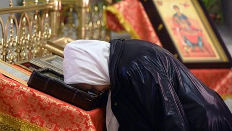 Посещение церковных служб продлевает жизнь женщинам, выяснили ученые