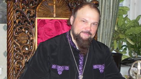 Сыктывкарский архиепископ воспевает свою иномарку в стихах
