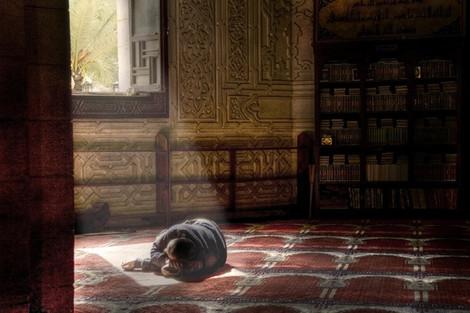 Власти Кувейта запретили правоверным спать в мечетях